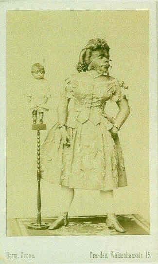 La momia de Julia con su hijo, pulsa para ampliar